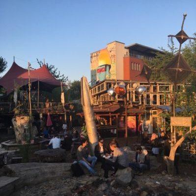 Holzmarkt: Alternative Stadtentwicklung mit Holzcharme